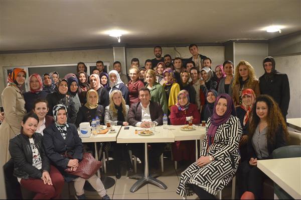 Bozüyük AK Parti Kadın Kolları ve Gençlik Kolları  kaynaşma ve istişare toplantısı düzenledi.