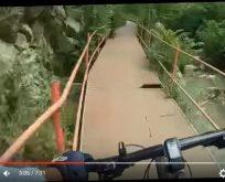 Cesaretli bisikletçi Hamsu Vadisinden öyle bir iniş yaptı ki