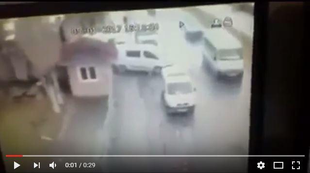İzmir'de patlama anı güvenlik kameralarına böyle yansıdı