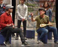 """Turgut Özakman'a ait """"Ah Şu Gençler"""" adlı tiyatro oyunu sahnelendi."""