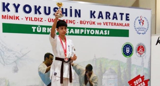 Bilecikli Genç Karateci Türkiye 1.si Oldu