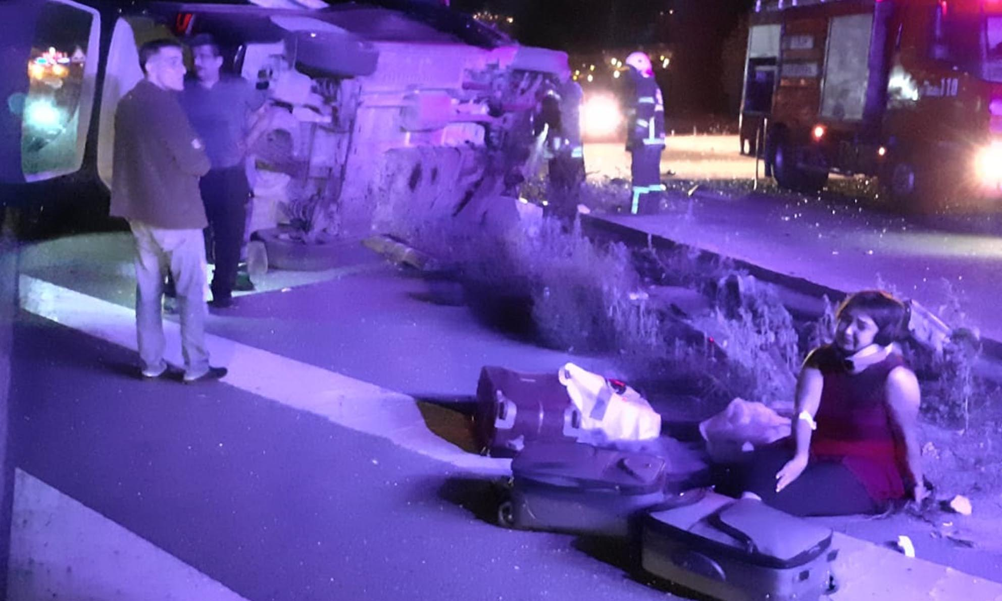 Minibüs Bariyerlere Çarptı, 1 ölü, 7 yaralı-2