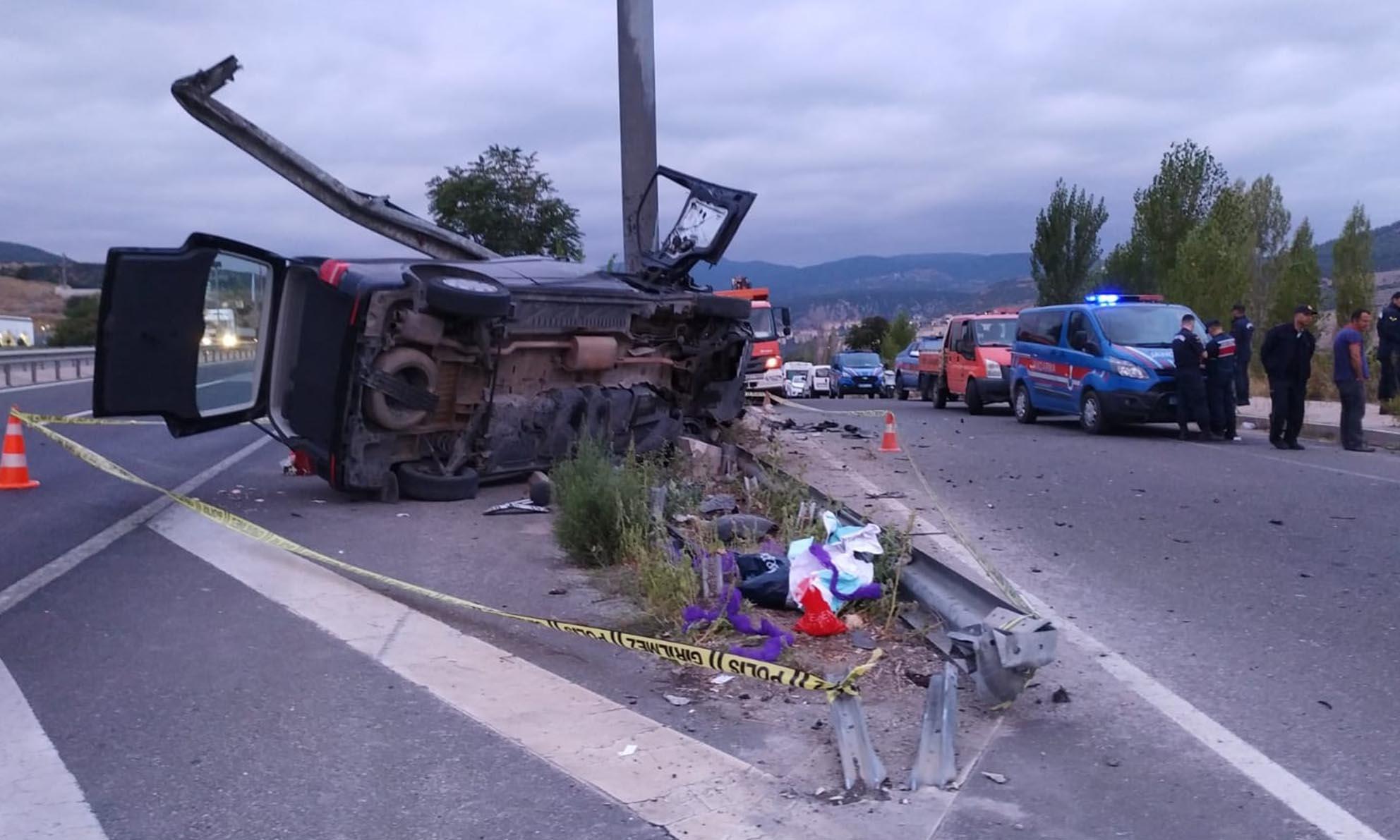 Minibüs Bariyerlere Çarptı, 1 ölü, 7 yaralı-3