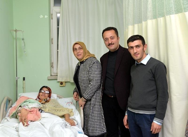 bilecik-valisi-bilal senturk-2020 yili-yeni-yil-ilk-bebekleri-ziyaret-bilecik-devlet-hastanesi (2)