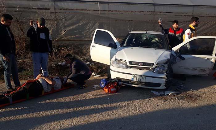 Kazada 1'i Ağır 2 Kişi Yaralandı-6