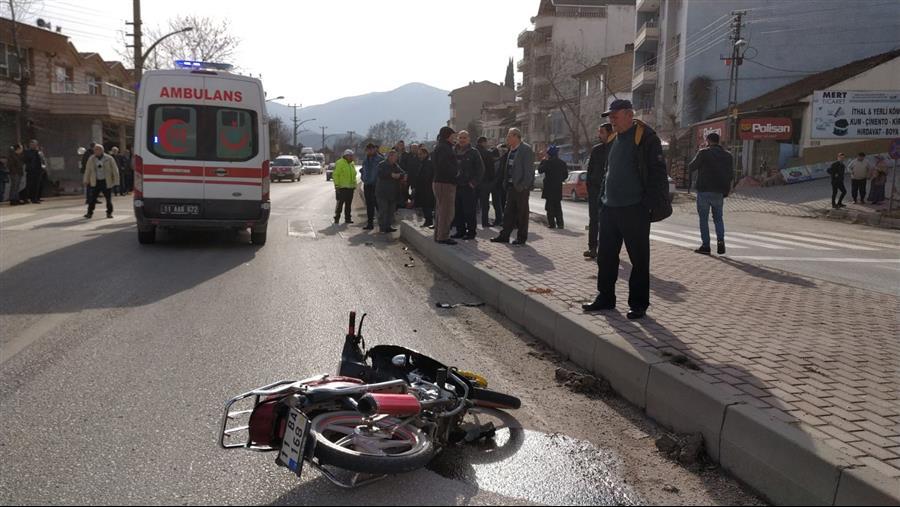 motosikletin--carptigi-yaya-taklalar-atarak-yere-dustu-bilecik (8)
