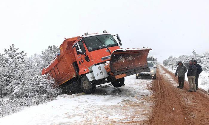 Zincirsiz ve Kar Lastiği Olmayan Araçlar Tehlike Saçıyor-8