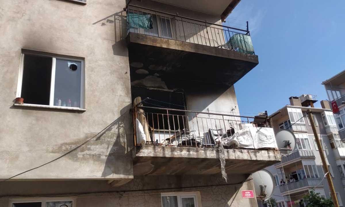 Bilecik'te 3 Katlı Binanın 2'nci Katında Yangın Çıktı-4