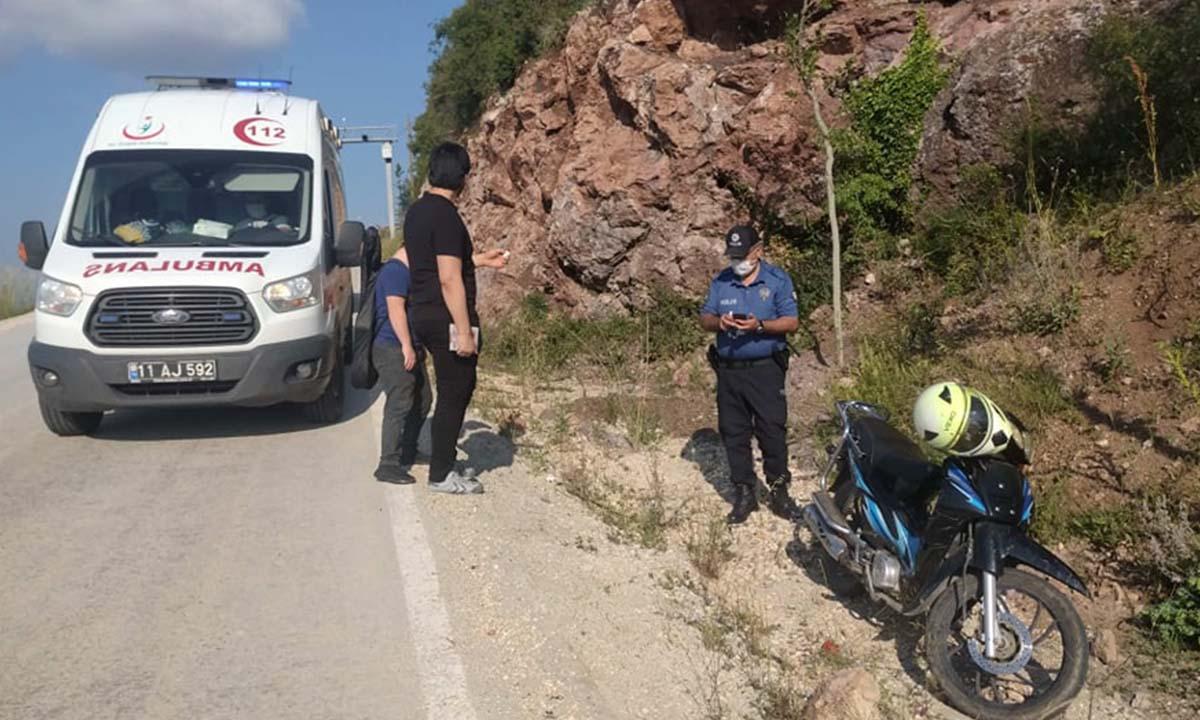 Motosiklet Devrildi 2 Yaralı. Pelitözü yolunda devrilen motosiklette baba ve kızı yaralandı-2