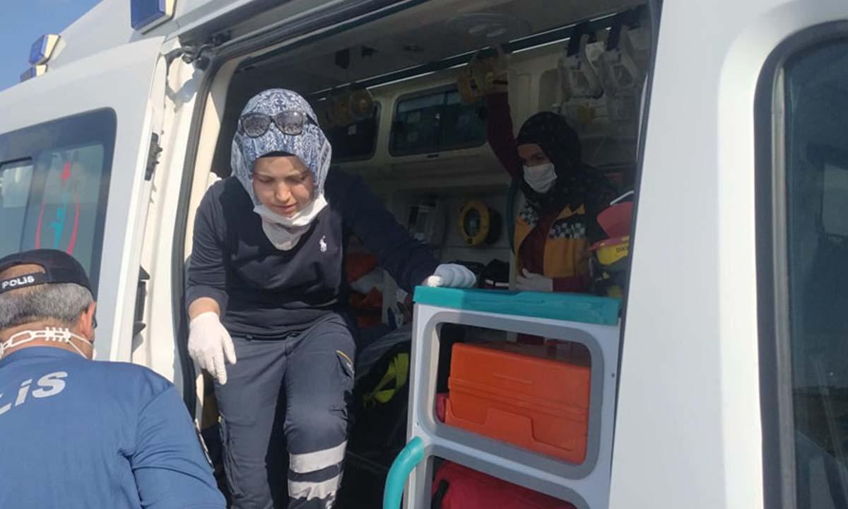 Motosiklet Devrildi 2 Yaralı. Pelitözü yolunda devrilen motosiklette baba ve kızı yaralandı-4