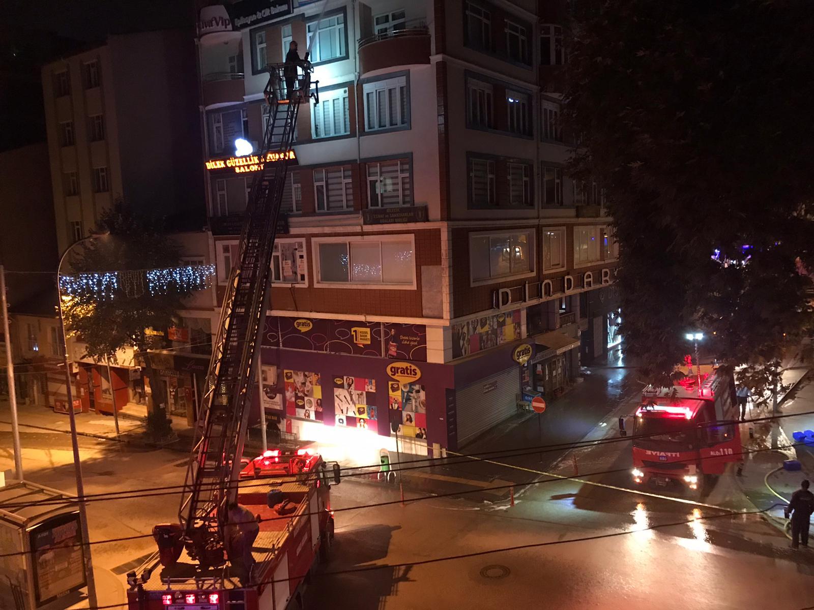 Bilecik Rasimbey Caddesindeki 7 Katlı Binada Yangın (7)