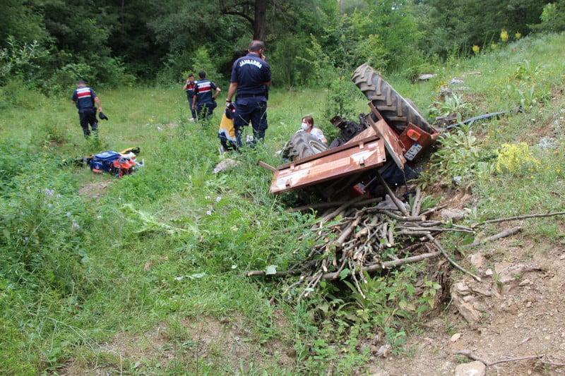 Pazaryerinde Traktör Kazasında 1 Kişi Hayatını Kaybetti 1 kişi yaralandı