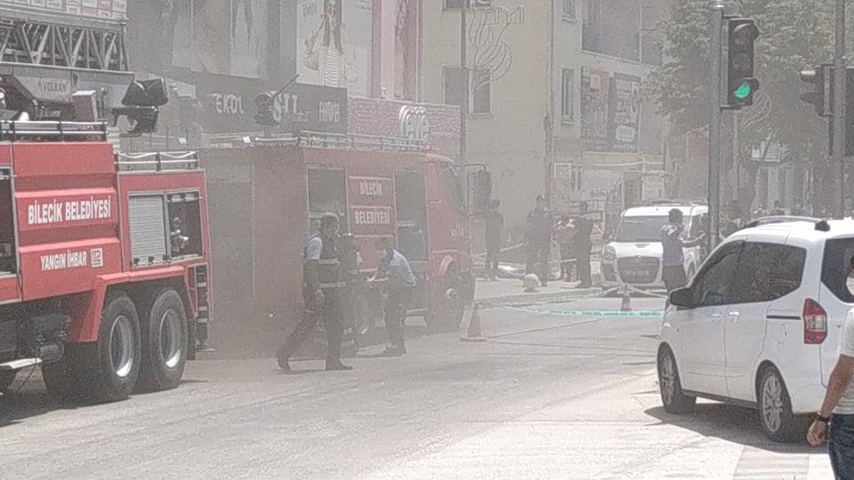 Bilecik Kayı Plazada Yangın-Dumanlar Caddeye İndi