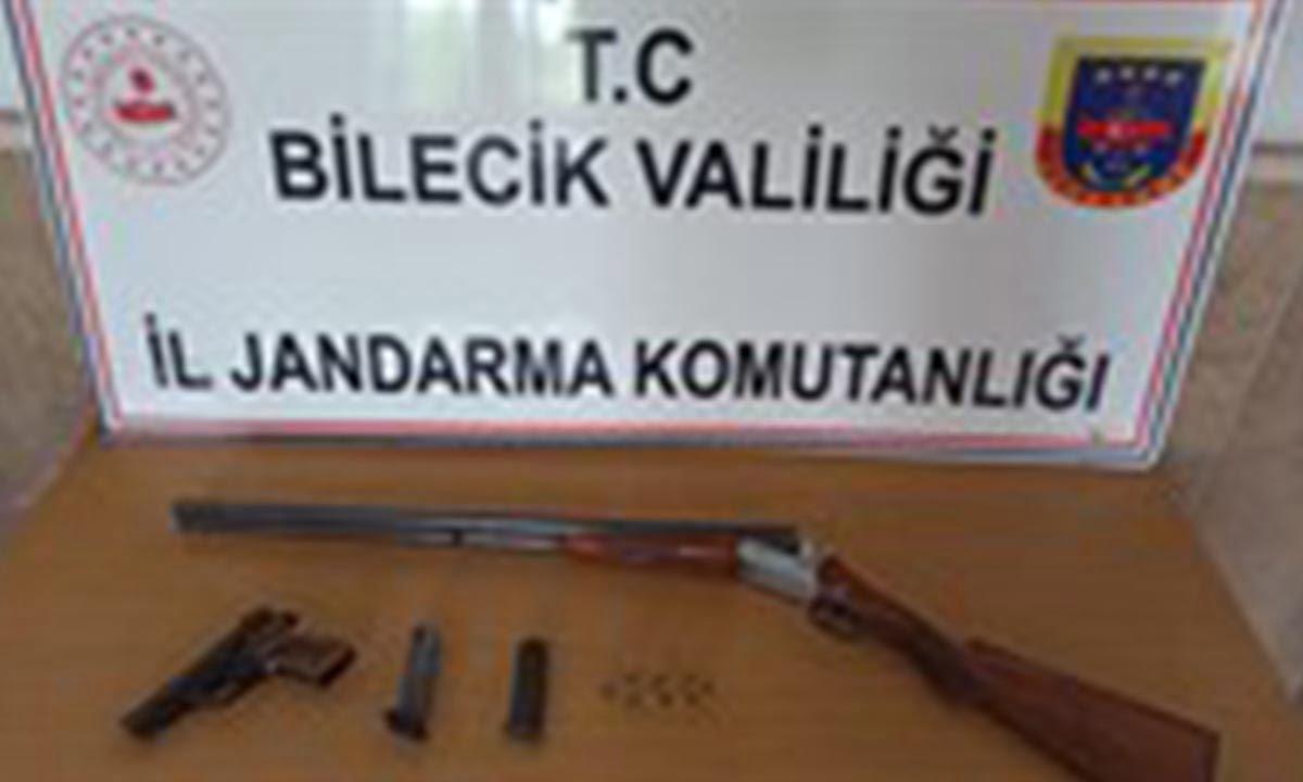 Bilecik, Merkez İlçeye bağlı Vezirhan Beldesinde yasadışı silah satışı yaptığı tespit edilen 1 kişi gözaltına alındı