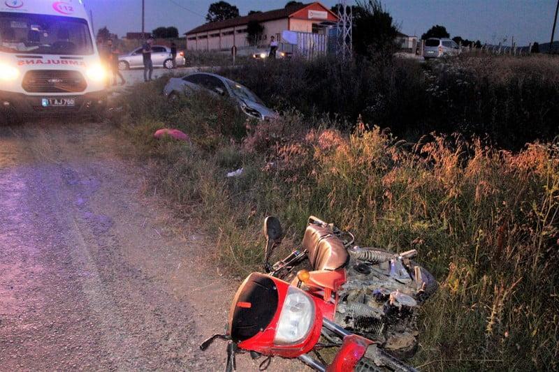 Bilecik'in Pazaryeri İlçesinde motosiklet ile otomobilin çarpıştığı kazada motosiklet sürücüsü yaralandı1