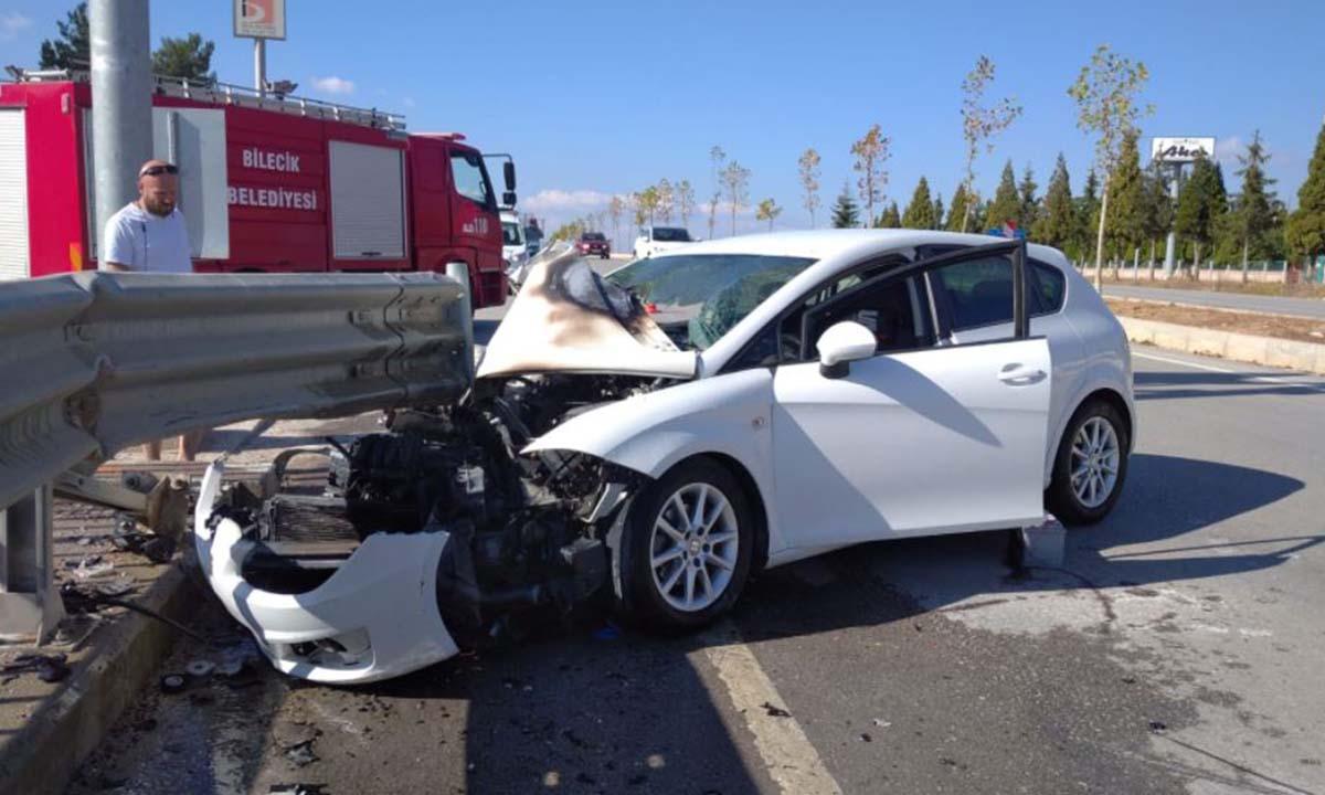 Bilecik'te Bariyerlere Saplanan Otomobil Alev Aldı-5