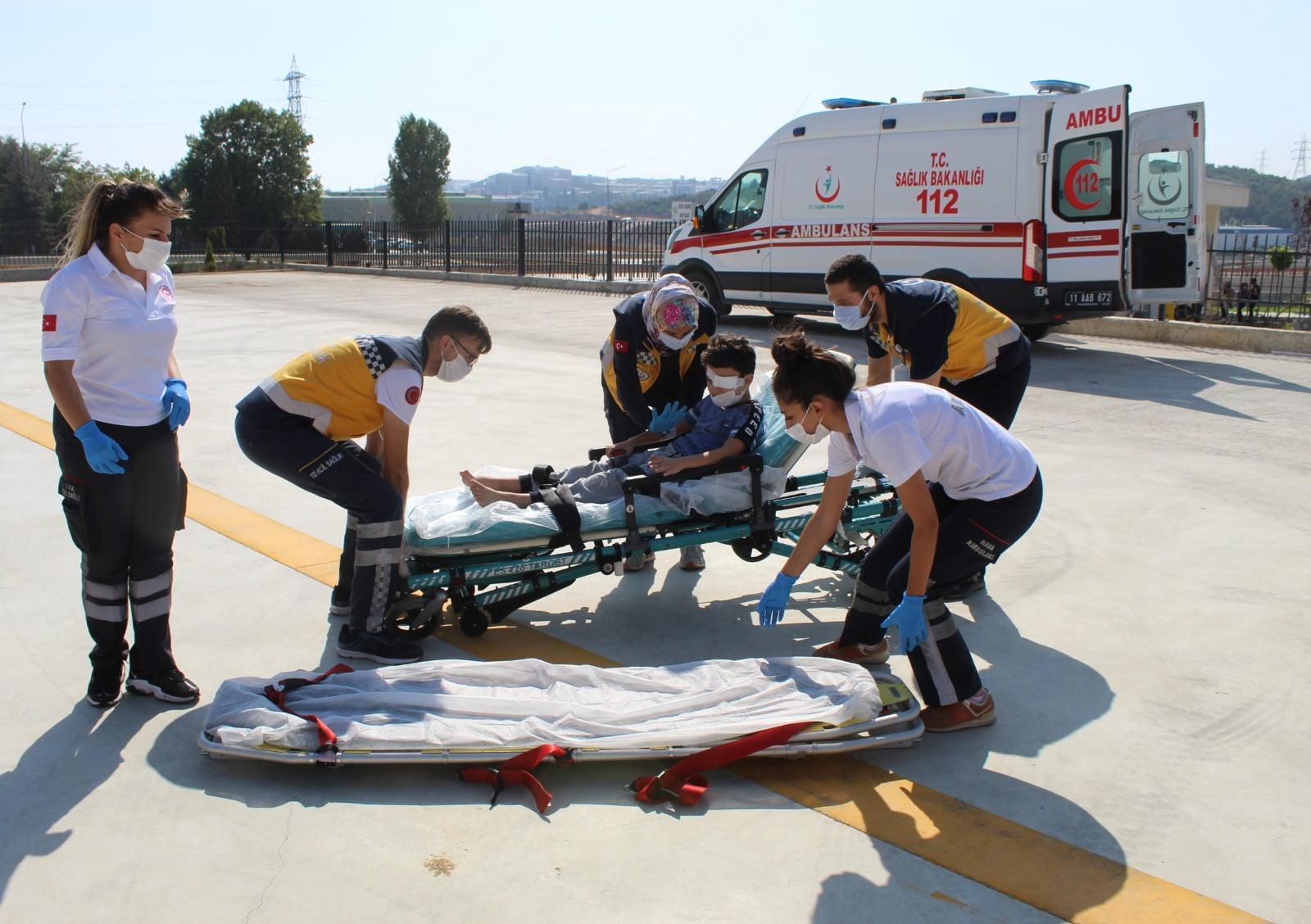 Bilecik'te Gozunden Yaralanan Cocuk Ambulans Helikoptere Tasiniyor (1)