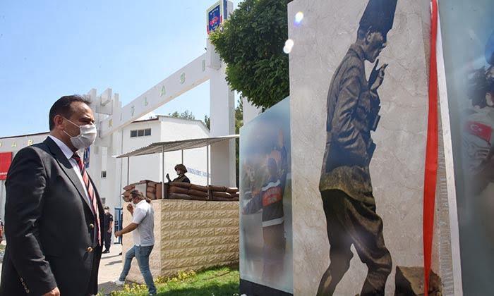Nizamiye Girişine Atatürk Duvarı Yapıldı. Mimari çizimi ve diğer çalışmaları Bilecik Belediyesi tarafından gerçekleştirilen Jandarma Komutanlığı Nizamiye Girişi Atatürk Duvarının açılışı gerçekleştirildi-4