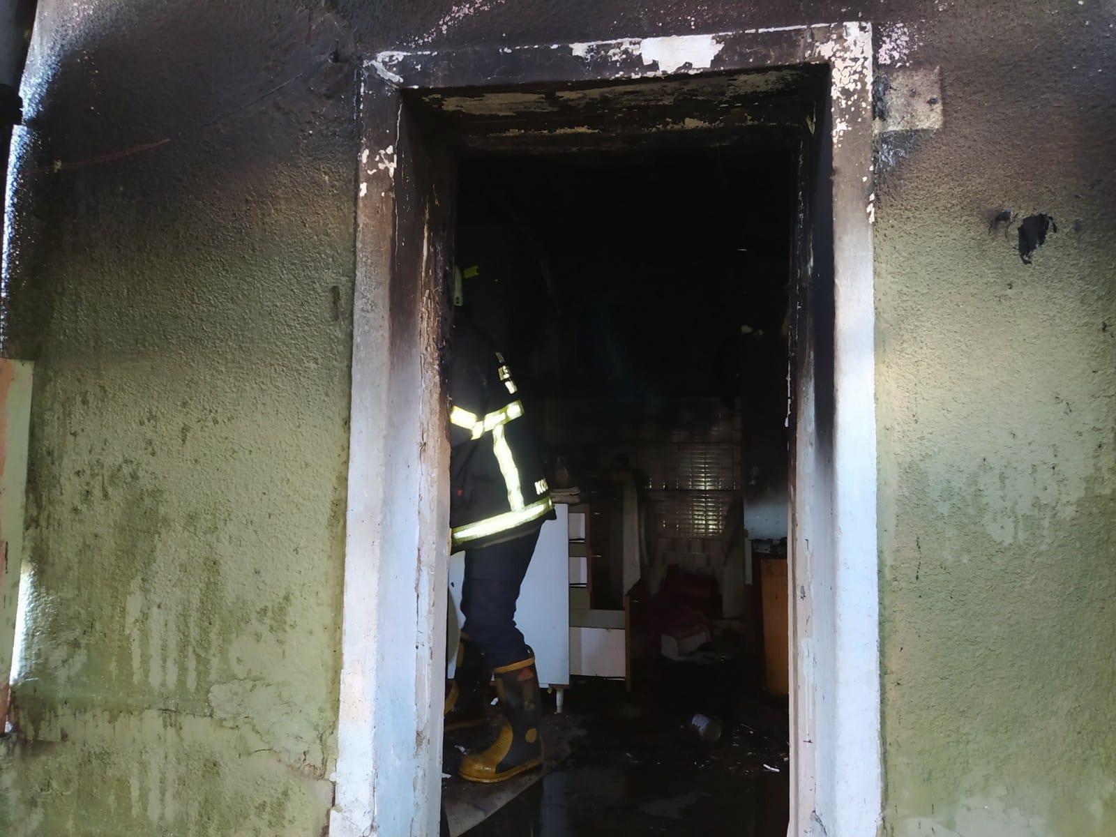 Bozüyük'te Ev Yangını Paniğe Sebep Oldu (1)