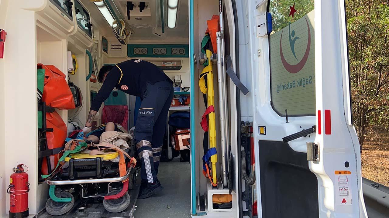 Bilecik'te Şarampole Devrilen Araçta 4 Kişi Yaralandı3