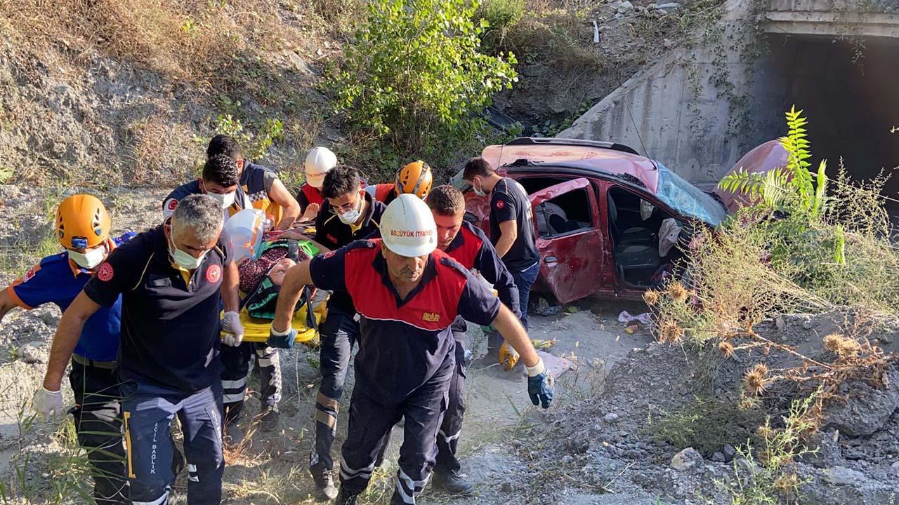 Bilecik'te Şarampole Devrilen Araçta 4 Kişi Yaralandı6